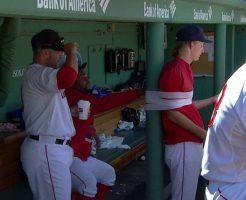 752 246x200 - 野球のベンチで選手が柱に縛り付けられる姿が話題に。MLBの定番イタズラ