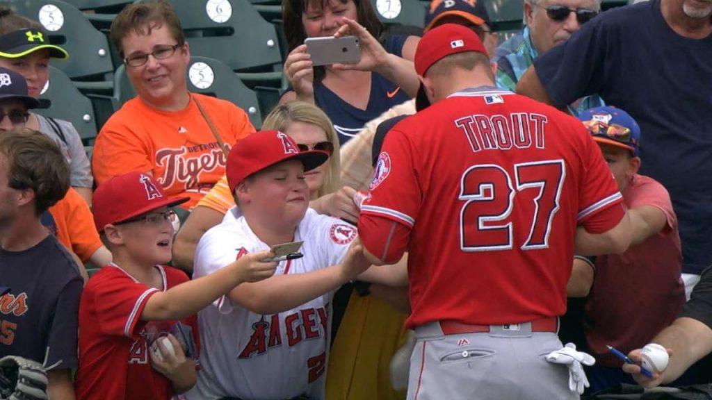 MLBでサインボールのもらい方。マナー違反で叩かれないように注意!