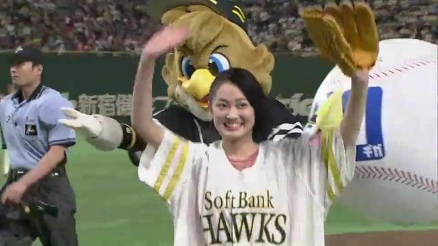吉本実憂が始球式に登板。高校野球甲子園のポスターにも起用の過去!