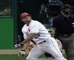02 246x200 - トロイ・グロースのハイライト。02年ワールドシリーズのMVPである強打者