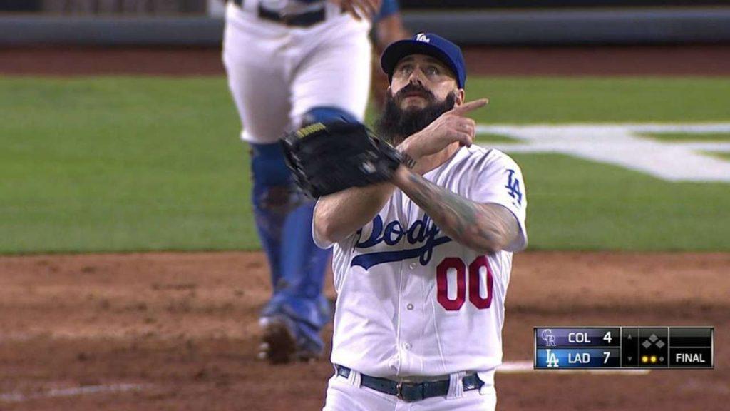 ブライアン・ウィルソンの投球。ヒゲ面と十字のポーズでお馴染みのクローザー