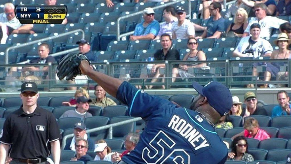 フェルナンド・ロドニーの投球。ボルトのような弓矢ポーズでお馴染み